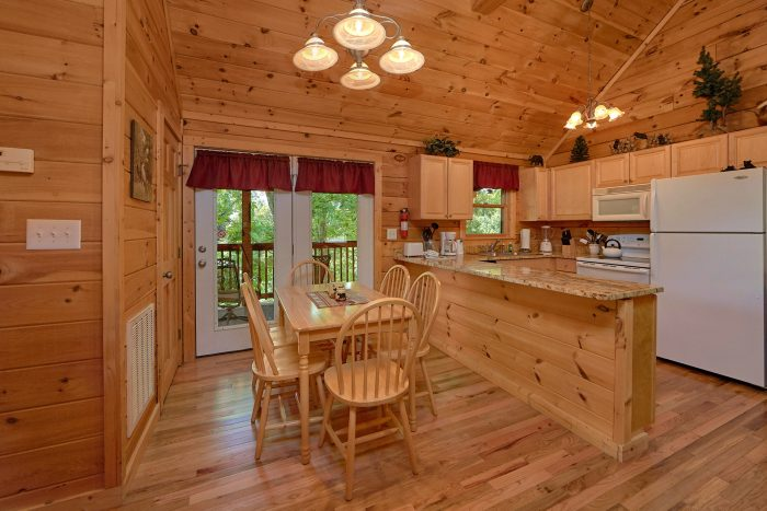 2 Bedroom Cabin with an Eat-In Dining Room - A Cozy Cabin