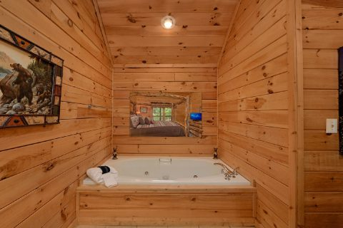 2 Bedroom Cabin with Jacuzzi Tubs in Bedrooms - A Cozy Cabin