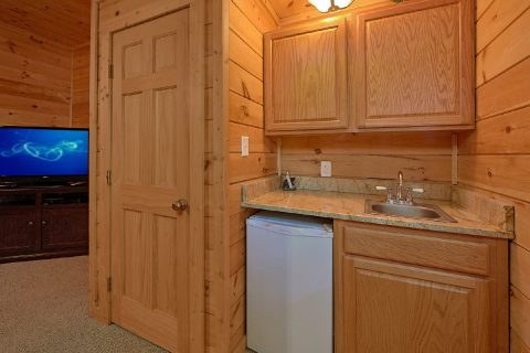 2 Bedroom Cabin with a Wet Bar - A Cozy Cabin