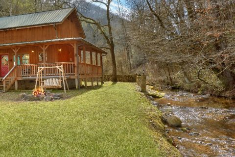 2 Bedroom with Yard, Fire Pit and Swing - A Creekside Retreat