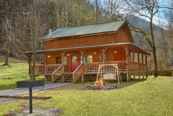 2 Bedroom Cabin with Large Yard Sleeps 8 - A Creekside Retreat
