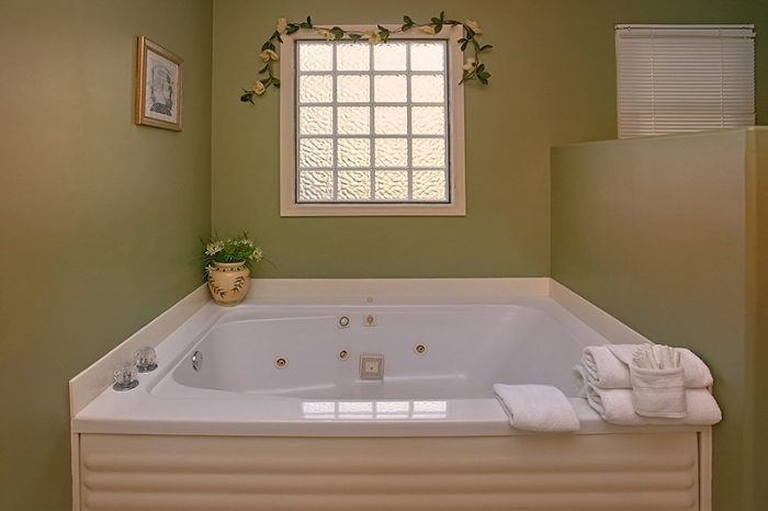 2 Bedroom Cabin with Private Jacuzzi Tub in bath - A Dream Come True