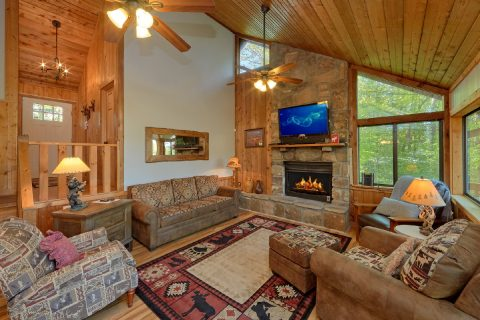 4 Bedroom cabin with beautiful stone fireplace - A Fieldstone Lodge