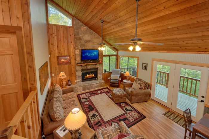 Rustic 4 bedroom cabin with Fireplace - A Fieldstone Lodge