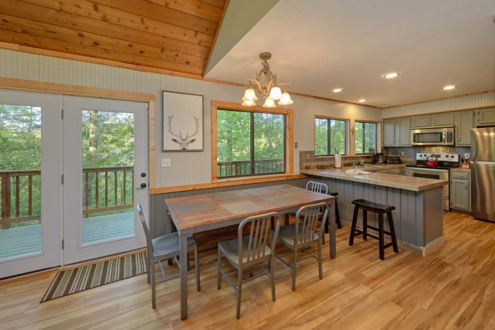4 bedroom cabin with spacious dining room - A Fieldstone Lodge