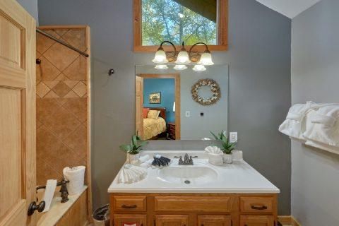 4 bedroom cabin with Private Master Bathroom - A Fieldstone Lodge