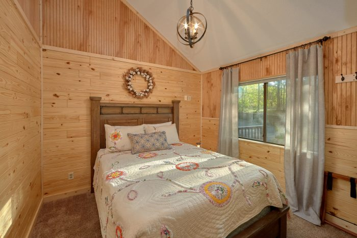 4 bedroom cabin with private Queen bedroom - A Fieldstone Lodge