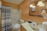 Rustic Cabin with 3 private luxurious bathrooms
