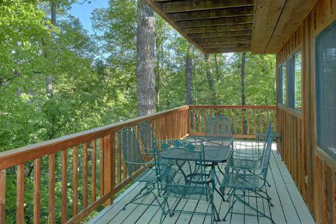 Premium 4 bedroom cabin with wooded view - A Fieldstone Lodge