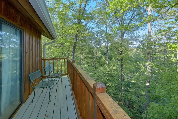 Rustic 4 bedroom cabin with private hot tub - A Fieldstone Lodge