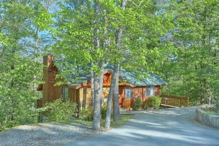 4 bedroom cabin with flat parking and hot tub - A Fieldstone Lodge