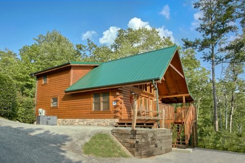 Luxury Cabin in Gatlinburg with Mountain Views - A Grand Getaway