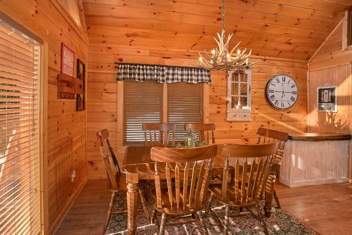 3 Bedroom Cabin with Spacious Dining Room - A Grand Getaway