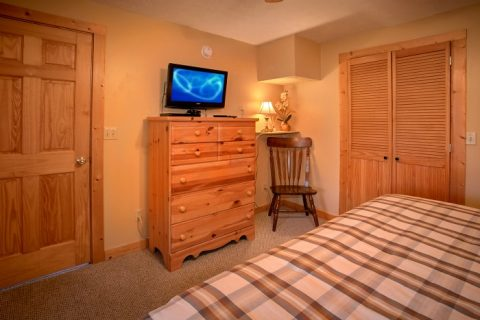Spacious 3 Bedroom Cabin Sleeps 8 - A Grand Getaway