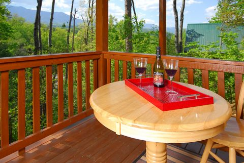 Gatlinburg Views 3 Bedroom Cabin Sleeps 8 - A Grand Getaway