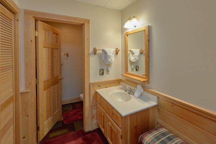 2 Bedroom Cabin with 2 Private Bathrooms - A Happy Haven