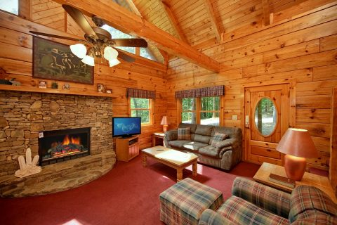 Cabin with Spacious Living Room - A Hidden Mountain 360