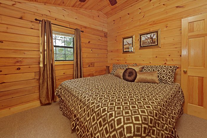 King Bed in Pigeon Forge Cabin near Dollywood - A Hilltop Heaven