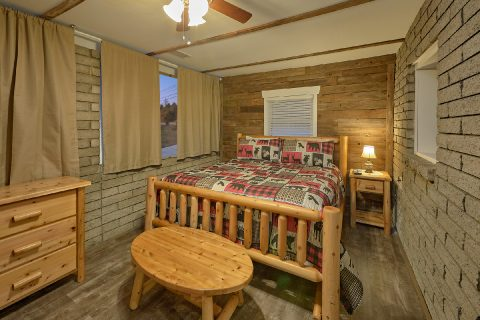Large Master Suite 4 Bedroom Home - A Hop Skip and a Jump
