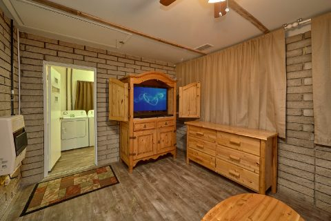 Spacious Master Suite Pigeon Fore Home - A Hop Skip and a Jump