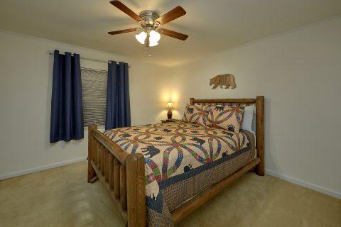 Beautiful 4 Bedroom Vacation Home Sleeps 10 - A Hop Skip and a Jump