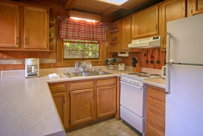 Full Kitchen in 2 Bedroom Cabin - A Hummingbird Hideaway