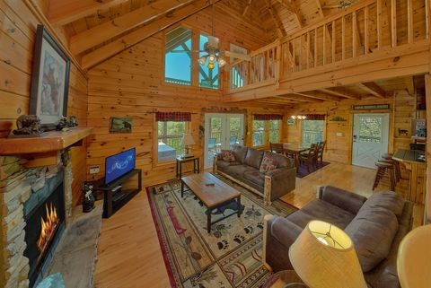 Living Room with Fireplace in 3 bedroom cabin - A Lazy Bear's Hideaway