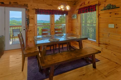 Cabin with Dining Table and Bar Seating - A Lazy Bear's Hideaway