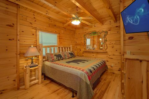 3 Bedroom cabin with a Theater Room - A Lazy Bear's Hideaway