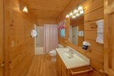 3 Bedroom cabin with queen bed and Private Bath