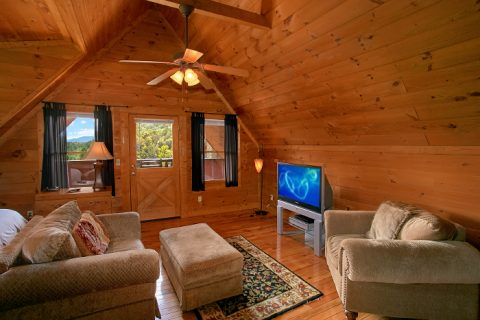 Cabin with master suite and private sitting area - A Little Bit Of Heaven