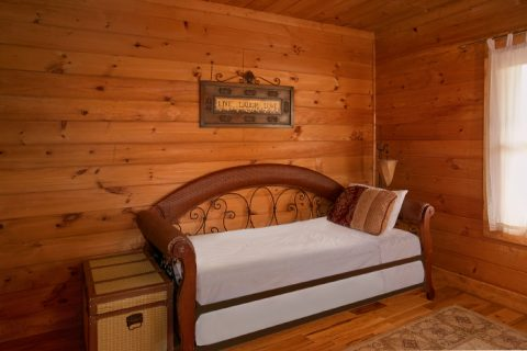 2 Bedroom Cabin with Extra Bed in Game Room - A Little Bit Of Heaven