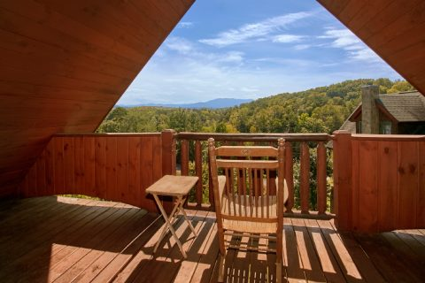 2 bedroom cabin with Views of the Smokies - A Little Bit Of Heaven