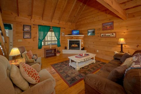 2 Bedroom 2 Bath Cabin Sleeps 6 - A Little Bit Of Lovin'