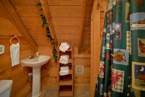 2 Full Bathrooms 2 Bedroom Cabin - A Little Bit Of Lovin'
