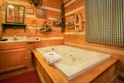 Wears valley cabin with private Jacuuzi tub - A Love Nest