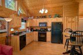 1 Bedroom Honeymoon Cabin with full kitchen