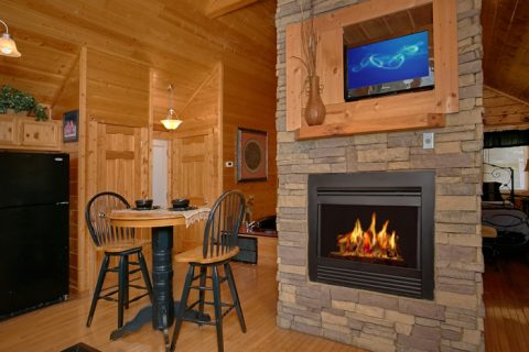 1 Bedroom Cabin with Fireplace and Dining Area - A Lovers Retreat