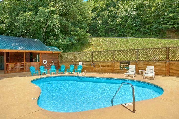 Honeymoon Cabin with Resort Swimming Pool - A Lovers Retreat