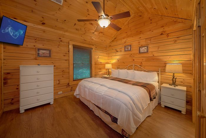 Cabin with King Size Bed - A Mountain Lodge