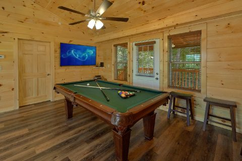 King bedroom with bath in Pigeon Forge Rental - A Mountain Palace