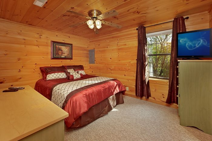 King Bed - A Mountain Retreat