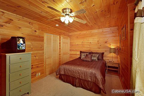Queen Bed - A Mountain Retreat
