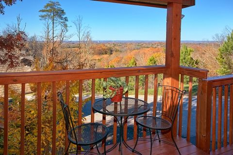 Luxurious 1 Bedroom Cabin with Resort Pool - A New Beginning