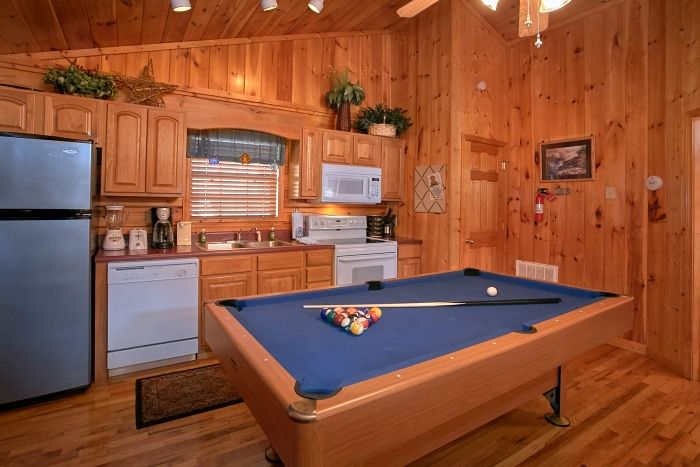 1 Bedroom Cabin with Pool Table and Full Kitchen - A New Beginning