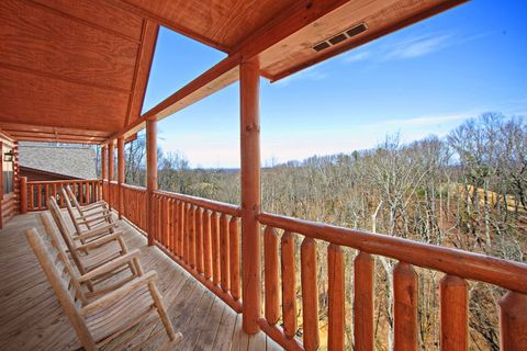 Cabin with Deck to Take in Beauty of the Smokies - A Peaceful Easy Feeling