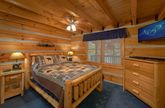 2 bedroom cabin with Queen bedroom on main level