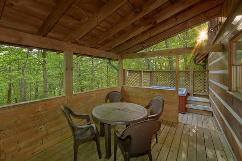 2 bedroom cabin with covered porch and hot tub - A Peaceful Retreat