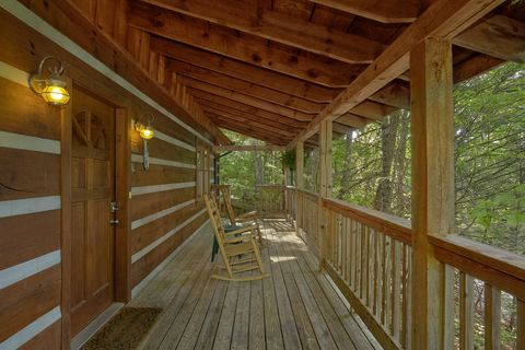 Private 2 bedroom cabin with wooded view - A Peaceful Retreat