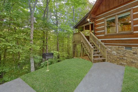 2 bedroom cabin with grill and hot tub - A Peaceful Retreat